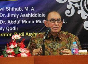Dr Alwi Shihab saat relaunching buku di UMY, Kamis (19/2016). (foto : istimewa)
