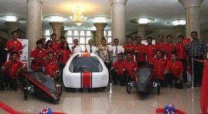 Tiga mobil UGM diluncurkan di Balairung, Senin (24/10/2016). (foto : istimewa)