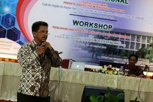 Feri Ramadhan saat berbicara pada seminar nasional di UGM Yogyakarta, Kamis (20/10/2016). (foto : istimewa)