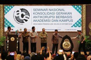 Wapres JK ketika membuka seminar di UGM Yogyakarta, Selasa (24/102016). (foto istimewa)