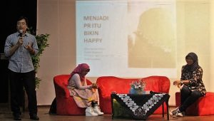 Muhammad Husni sedang memberikan penjelasan kepada mahasiswa di UMY, Jumat (7/10/2016). (foto : istimewa)