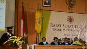 Dr Ir Rachmad Gunadi MSi (kiri) saat menyampaikan pidato ilmiah dalam peringatan Lustrum XIV Fakultas Pertanian Universitas Gadjah Mada (UGM) Yogyakarta, akhir September 2016 lalu.