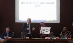 Rektor UGM dan President of University of Groningen seusai penandatanganan di UGM, Selasa (1/11/2016). (foto : istimewa)