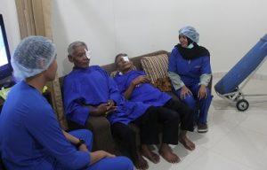 Pasien setelah dioperasi katarak di Eyes Centre, Asri Medical Centre (AMC) Yogyakarta, Ahad (30/10/2016). (foto : istimewa)