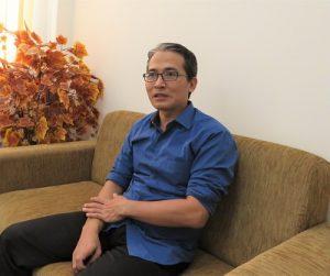 Dr Raden Bagus Fajriya Hakim saat wawancara dengan jogpaper.net di ruang kerjanya, Rabu (14/12/2016). (foto : heri purwata)